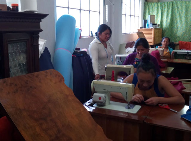 Tailoring course at the centre Manos Amigas